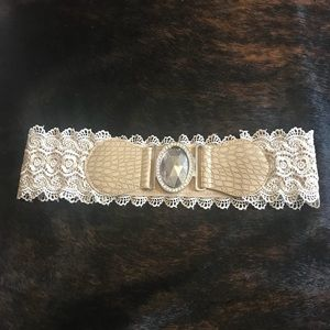 Buckle lace belt